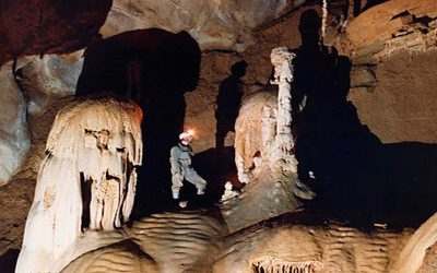 Espeleotemas del Bajo Deba (1): estalactitas, estalagmitas y columnas